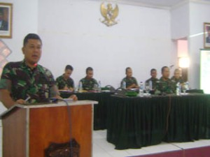 Danrem 064/MY memberikan pengarahan kepada orangtua/wali dan calon tamtama PK TA.2012
