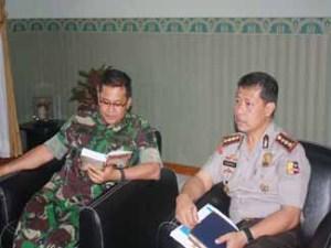 Danrem 064/MY bersama dengan Kepala BNP Banten