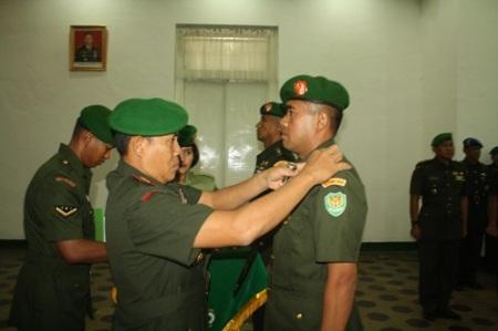 Danrem menyematkan pangkat komandan kepada Dandim 0601/Pdg yang baru